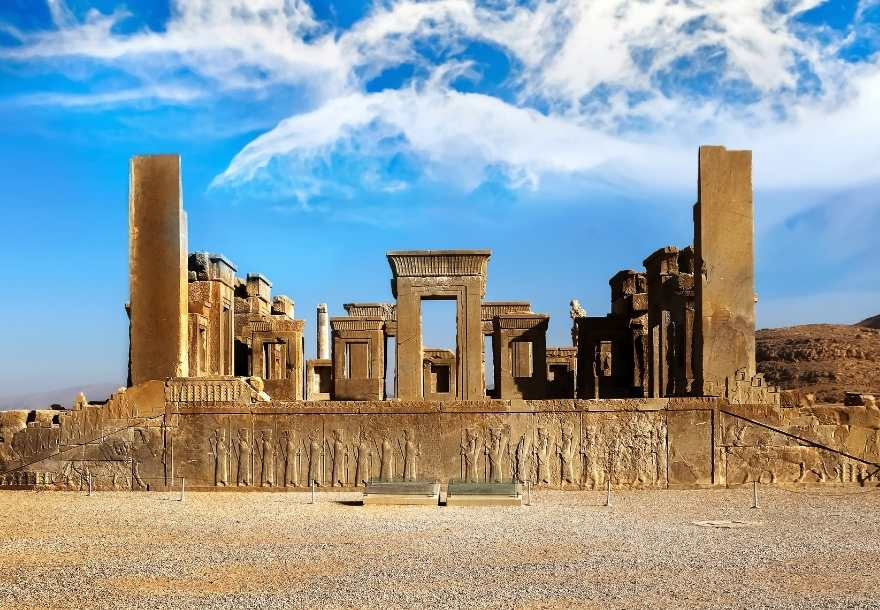 Persepolis is one of the most fascinating places in Iran and, we dare to say, in the entire world. Grandiose and mysterious at the same time, more than one visitor will be amazed by this symbol of the diversity and the power of the Persian kingdom.