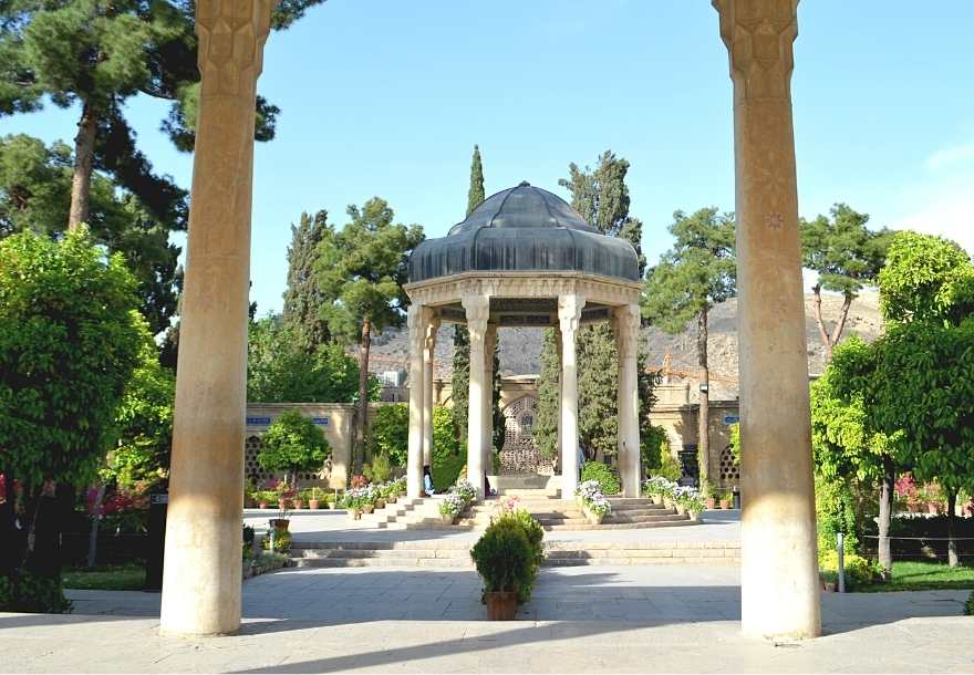 You will visit the Mausoleum of Hafez, a famous 14th-century Iranian poet: This calm mausoleum was designed by the Frenchman André Godard.